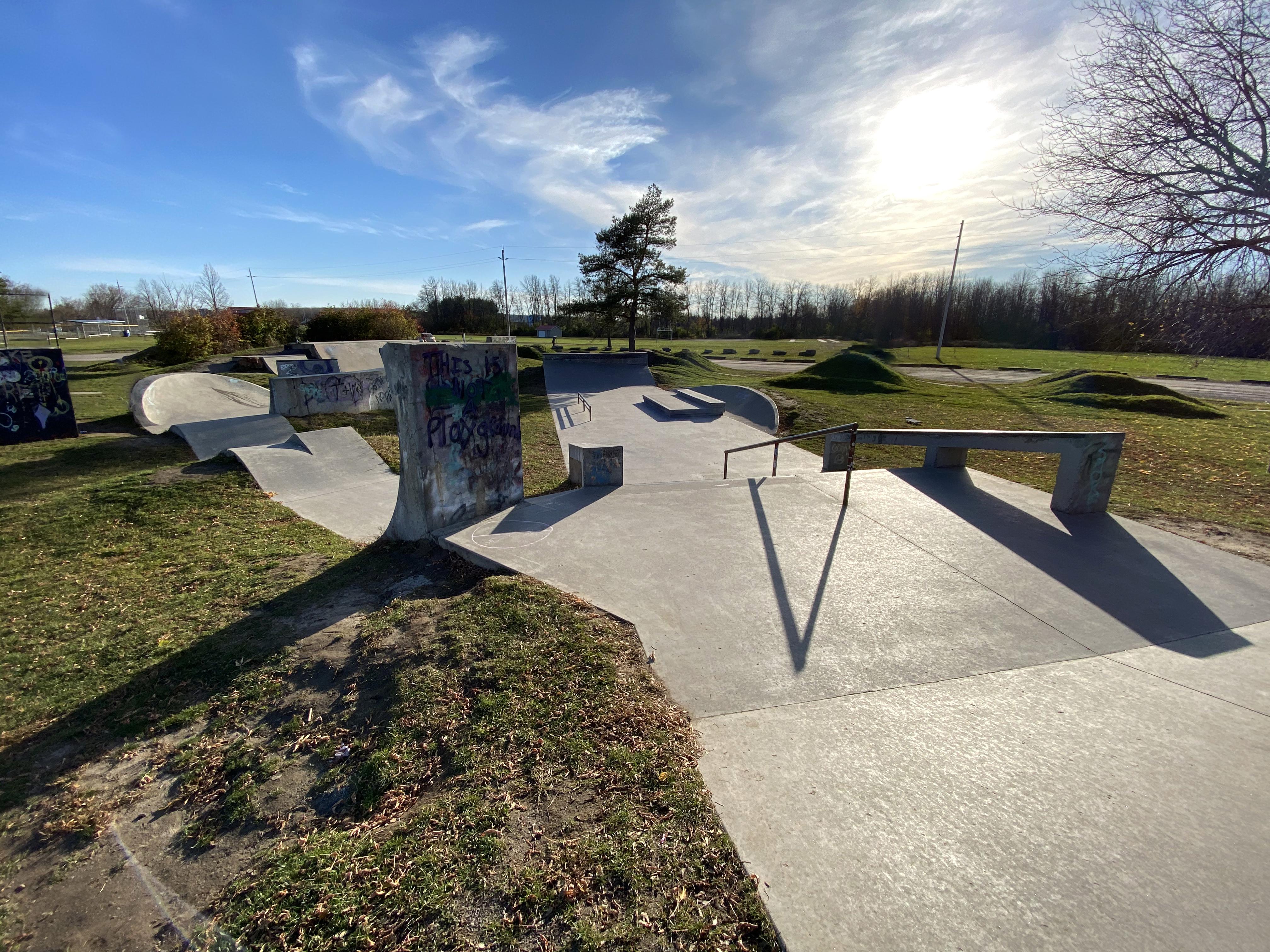 kemptville skatepark from the entrance