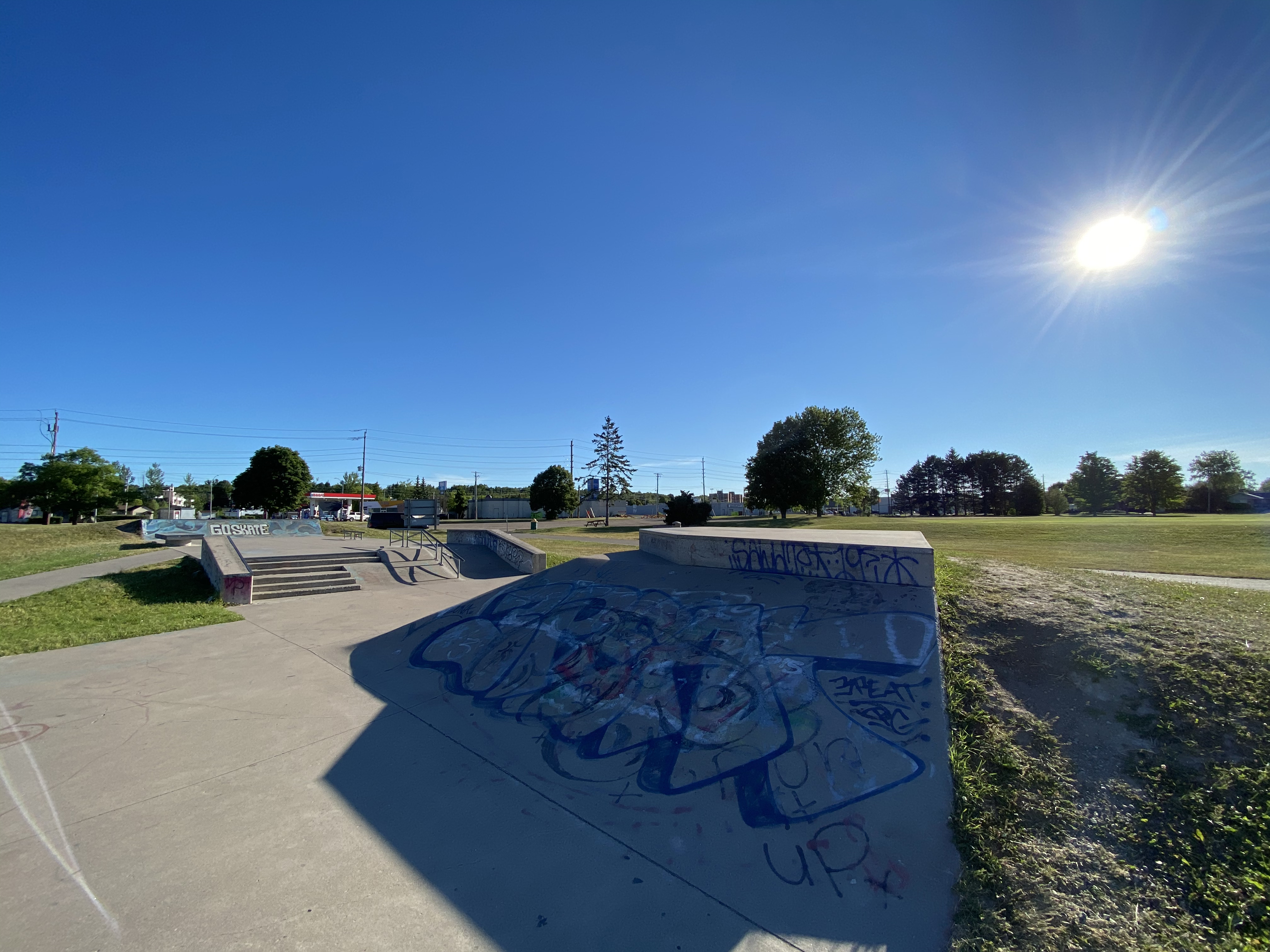 sault-ste marie skatepark facing the front of the park from the middle